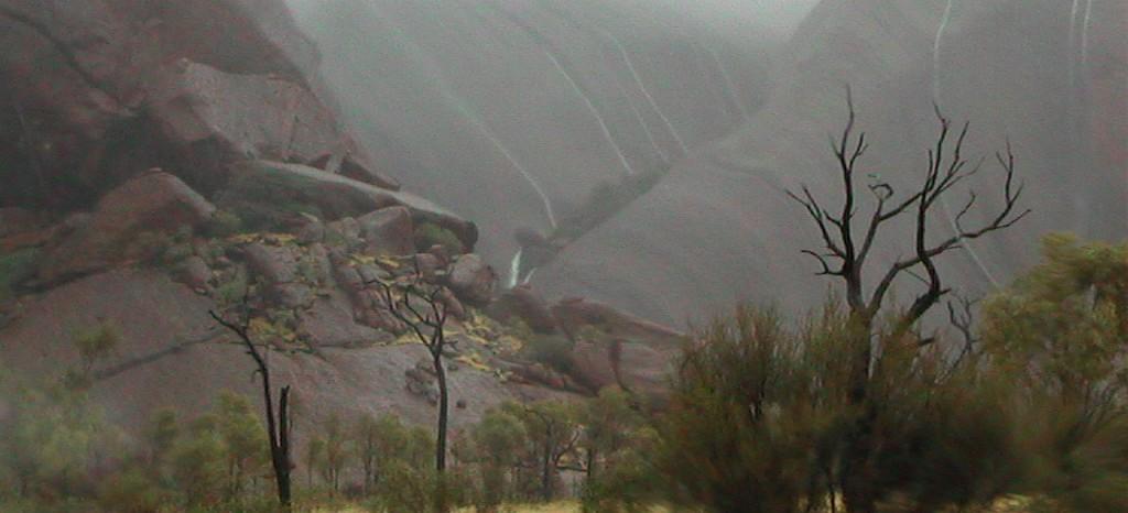 Uluru-1400x582